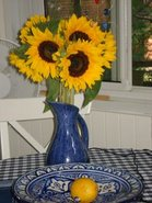 La vase de Louise W, le tajine offert par Rose-Anne.