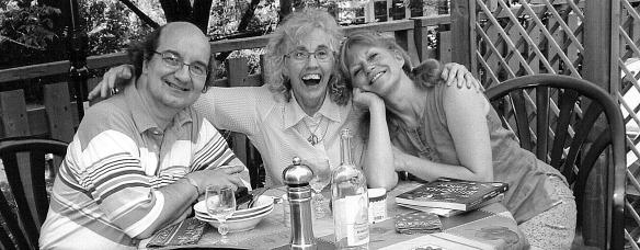 Juillet 2007 : Paul-André, sa douce Isabelle et moi juste avant la chimio et la perte des cheveux.